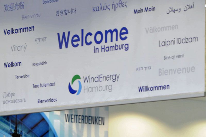 """Welcome""-Plakat auf der WindEnergy Hamburg"